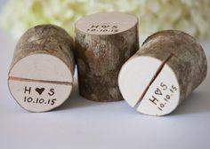 5 Tischkartenhalter aus Holz- personalisiert von DINDINTOYS auf DaWanda.com