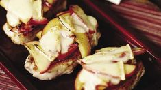 Recette : Porc pomme et cheddar Quebec, Cheddar, Potato Salad, Potatoes, Ethnic Recipes, Food, Pork Chops, Apple, Recipes