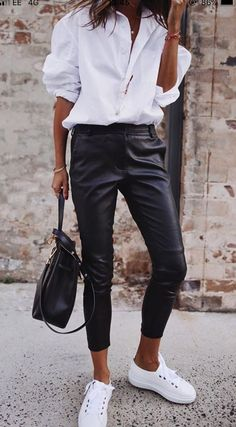 Simple shick - classic white shirt, leather pants and white shoes, . Simple shick - classic white shirt, leather pants and white shoes, Black Trousers, Trousers Women, White Pants, Work Trousers, Black Blazers, Outfits Con Camisa, Classic White Shirt, Classic Leather, Black Leather