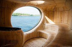 캐나다 온타리오, 조지안 베이에 사우나가 설치된다. 그림같은 호수를 비롯한 풍부한 자연환경은 사우나, 그로토 존재의 이유를 설명한다. 밀착된 내외부는 거대한 암석으로 삽입된 외형과 주변지형의 다양한 곡선을 투사한 내부의 오가닉한 공간으로 구현된다. 경제적이며 효용성이 있는 컨트롤이 가능한 두개의 고효율 오븐이 탑재된다. 그리고 내부 구조체의 부식방지 및 곰팡이 제거를 위해 통기관 및 팬과 같은 설비 시스..
