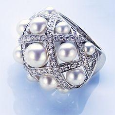 Anillo en Oro Blanco con Perlas cultivadas y Diamantes | by Chanel.-