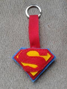 Símbolo de Superman. Llavero en fieltro con relleno y cinta (Superman symbol. Soft felt keyring) 5€