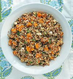 This Butternut Squash Quinoa Salad pairs fresh flavors with creamy goat cheese and roasted squash! Just 250 calories or 6 Weight Watchers SmartPoints per cup. .