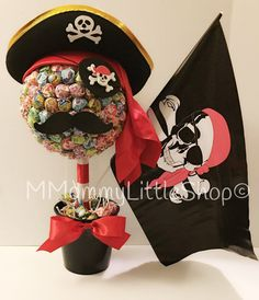 Pirate Theme Party Planning, Ideas and Supplies >> Pirate Party Centerpiece Minion Birthday, Pirate Birthday, Pirate Day, Pirate Theme, Pirate Party Centerpieces, Candy Topiary, Party Deco, Peter Pan Party, 4th Birthday Parties