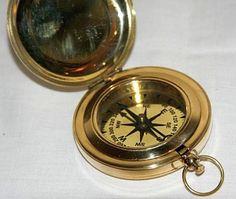 Dzięki odkryciu kompasu żeglarskiego i busoli dawne rejsy transoceaniczne stały się dużo bardziej świadome, można było regularnie kontrolować kurs statku, bez względu na to czy słońce, lub gwiazdy są widoczne, czy też nie. Możliwe stało się dużo lepsze poznanie właściwości oceanu i co najważniejsze dużo łatwiej było trafić do danego miejsca. Dzięki róży kompasowej można było na bieżąco śledzić kierunek wiatru, wychylenia steru oraz określać na mapie nasz kierunek przemieszczania i położenia.