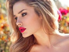 gorgeous red lips, makeup and hair!