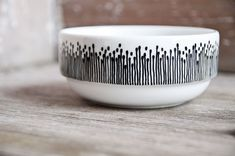 Hand-painted bowl pottery design