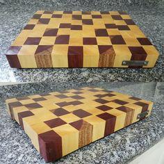 End grain cutting board made with ivory and purpleheart. Tábua de corte feita de marfim e roxinho. #diy #woodwork #woodworking #madebyme #endgraincuttingboard #cuttingboard