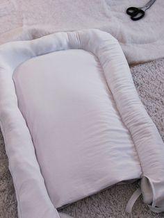 Sy ditt eget babynest - beskrivning   Sofie Eklund Backrest Pillow, Bed Pillows, Pillow Cases, African, Crafts, Babies Rooms, Fun Crafts, Hipster Stuff, Blue Prints