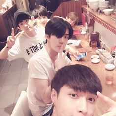 "Baekhyun, Suho, Chanyeol, Sehun and Lay - ""오래만 같이 밥 먹다"" | 150704 zyxzjs Instagram Update"
