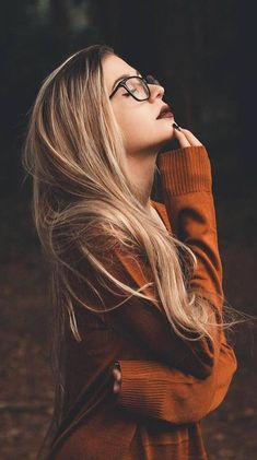 Images and videos of fashion - Moody portrait photography model blond - Portrait Photography Poses, Photo Portrait, Creative Photography, Hair Photography, Autumn Photography, Hipster Girl Photography, Photography Studios, Natural Light Photography, Inspiring Photography