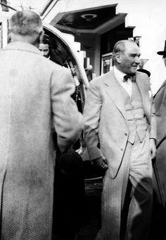 Atatürk 14 Turkish People, Turkish Army, The Legend Of Heroes, Most Stylish Men, The Turk, Turkish Fashion, Fathers Love, Great Leaders, World Peace