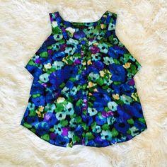 🌺 Cynthia Steffe Flower Blouse (NWOT) 🌺 Beautiful flowy button-down blouse (hidden buttons). Never worn. Cynthia Steffe Tops Blouses
