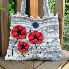 Gidday everybody ! I hope you will like this purse (cotton + polyamide) embellished with poppies in silk and wool. Crochet Poppy, Love Crochet, Bead Crochet, Beautiful Crochet, Crochet Flowers, Crochet Handbags, Crochet Purses, Crochet Bags, Knitted Poppies