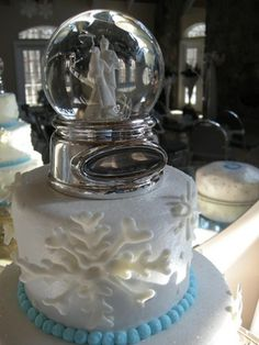 wedding cake topper globe 1000 images about snow globe cake on frozen 26326