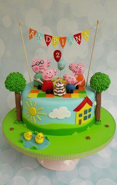 Peppa pig and family birthday cake Peppa Pig Birthday Cake, Mickey Mouse Birthday Cake, Birthday Cake Girls, 2nd Birthday, Cake Decorating With Fondant, Birthday Cake Decorating, Tortas Peppa Pig, Peppa Pig Cakes, Cake Art