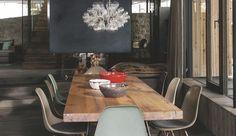 Au coeur du Tyrol dans les montagnes autrichiennes, ce chalet tout en sobriété est inspiré de l'esthétique japonaise du wabi-sabi. Les architectes salzbourgeois de Gogl Architekten ont imaginé des façades en verre sur trois étages pour interagir sans cesse avec la nature. Découvrez en images un chalet au confort chic et aux matériaux naturels omniprésents.
