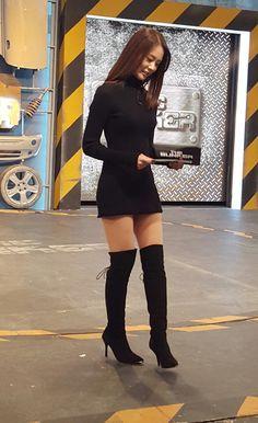 Seungyeon looks AHmazing in this outfit ! Seungyeon Kara, Han Seung Yeon, Satin Skirt, Sexy Boots, Stage Outfits, Beautiful Asian Girls, Fashion Shoot, Asian Fashion, Korean Girl Groups