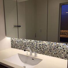 名古屋モザイクタイル/照明/バス/トイレのインテリア実例 - 2016-10-04 00:04:51   RoomClip(ルームクリップ) Washroom, Bathroom Interior, Laundry Room, Sink, Curtains, Home Decor, Sink Tops, Vessel Sink, Blinds