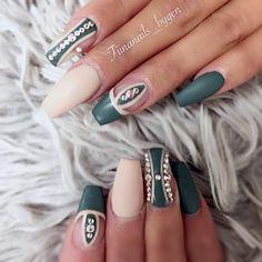 "ˢᴬᴺᴰᵞ ᴸᴱ〰ᴳᵁᶜᶜᴵ_ᶠᴵᴵᴺᴬ on Instagram: ""Close up to detail and shape by @fiinanails_bygen @fiinanails_bygen check her out . ❤️#nailitmagazine #nailprodigy #nailedit #guccifiina #fiina_naillounge #happy #nails #fashion #style #hudabeauty #beauty #pretty #stylish #sparkles #styles #glitter #nailart #opi #essie #unhas #preto #branco #love #shiny #polish #nailpolish #nailswag #anastasiabeverlyhills #vegas_nay"""