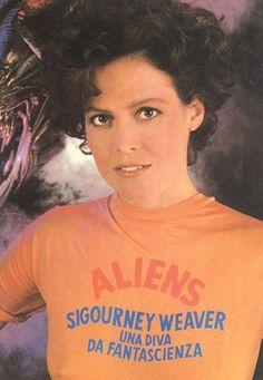 Sigourney Weaver (Ripley).
