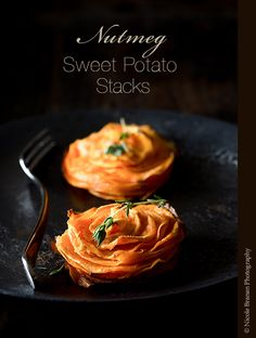 Super-thin sweet potato slices brushed with a mix of oil, fresh nutmeg, thyme and salt and baked in a muffin pan until crispy.