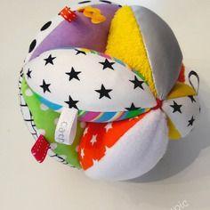 reservee balle de pr hension montessori balle d veil tissu petit pan mikko rouge jeux. Black Bedroom Furniture Sets. Home Design Ideas