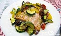 Lachs mit Ofengemüse Pork, Food And Drink, Meat, Drinks, Interesting Recipes, Best Recipes, Good Food, Healthy Food Recipes, Easy Meals
