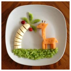How cute is this? A banana & kiwi tree, cantaloupe giraffe and honeydew grass.