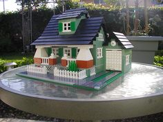 Outstanding use of Lego to create and American Arts and Crafts style home. Legos, Lego Lego, Lego Batman, Casa Lego, Amazing Lego Creations, Lego Boards, Lego For Kids, Lego Room, Lego Blocks