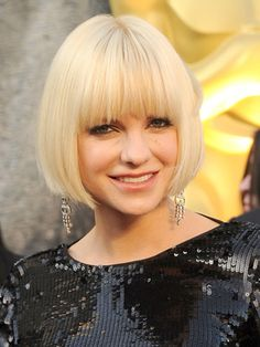 Anna Faris' sleek bob hairstyle was chic at the Oscars and very on-trend.