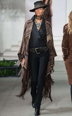 Ralph Lauren Fall 2016 RTW- Carlotta Fringed Linen Cape - women's affordable clothing, womans clothing websites, shopping sites for women's clothes *ad Look Fashion, Runway Fashion, Autumn Fashion, Fashion Outfits, Womens Fashion, Fashion Check, Curvy Fashion, Street Fashion, Fashion Fashion