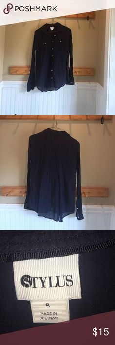Women's Button Down business top NWOT My moms work shirt she never wore it and then it got to small so she wants me to sell it for her stylus Tops Button Down Shirts