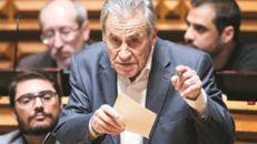 Na esquerda já só o PS dá a mão a Tsipras