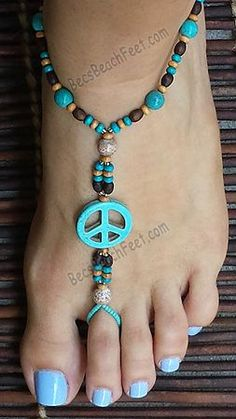 Take a step back in time with this authentic inspired hippie foot jewelry. Turquoise peace symbol surrounded by turquoise and wood bead accents. Ankle Jewelry, Yoga Jewelry, Ankle Bracelets, Bohemian Jewelry, Bohemian Gypsy, Tribal Jewelry, Skull Jewelry, Feet Jewelry, Bohemian Clothing