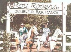 Rogers Double R Bar Ranch, Roy and Dale in front of the original Double R Bar Ranch Sign Old Tv Shows, Movies And Tv Shows, Classic Hollywood, Old Hollywood, Hollywood Glamour, Dale Evans, Tv Westerns, Valley Girls, Roy Rogers