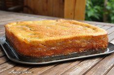 O nebunie de prajitura, aceasta prajitura turnata cu mere! :P Am facut-o mai demult cu branza si a iesit la fel de delicioasa. O sa va indragostiti si voi de ea si, mai important, copiii v. No Cook Desserts, Sweets Recipes, Cake Recipes, Romanian Desserts, Romanian Food, Mini Cheesecakes, Pastry Cake, Yummy Cookies, Bakery
