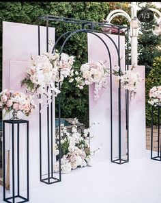 Backdrop Design, Diy Backdrop, Backdrop Decorations, Ceremony Decorations, Flower Arrangement Designs, Modern Flower Arrangements, Wedding Reception Backdrop, Wedding Stage, Floral Wedding