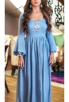 Cotton-mul kurti with bell sleeves and detailing Pakistani Fashion Party Wear, Pakistani Dresses, Indian Dresses, Indian Outfits, Indian Fashion, Casual Gowns, Kurti Sleeves Design, Indian Designer Suits, Afghan Dresses