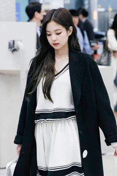Fansite Photo: Jennie at Incheon Back from Jakarta January 2019 South Korean Girls, Korean Girl Groups, Jennie Kim Blackpink, Casual Hijab Outfit, Blackpink And Bts, Incheon, Airport Style, Airport Fashion, Female Singers