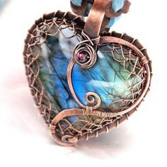 Beautiful handmade labradorite heart pendant set in wire and viking weave. Copper Jewelry, Wire Jewelry, Jewelry Crafts, Jewelry Art, Jewelry Accessories, Handmade Jewelry, Jewelry Design, Jewellery, Copper Wire