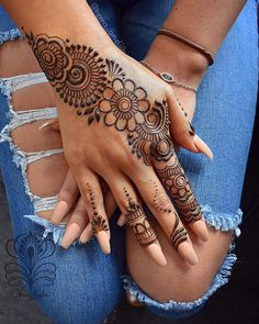 Easy Mehndi Designs Collection for Hand 2019 - Fashion Pretty Henna Designs, Henna Tattoo Designs Simple, Finger Henna Designs, Back Hand Mehndi Designs, Full Hand Mehndi Designs, Stylish Mehndi Designs, Mehndi Designs For Beginners, Mehndi Simple, Henna Designs Easy