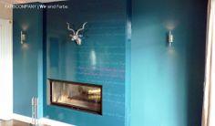 Wandgestaltung mit Typo und hochglänzenden sowie matten Oberflächen. Wandtattoo mit Schrift und Farbe