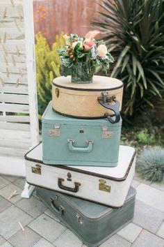 vintage suitcases חתונת אביב spring wedding