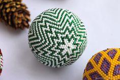 """Купить """"Елочный шарик""""Голография"""". Набор для вязания бисером в интернет магазине на Ярмарке Мастеров"""