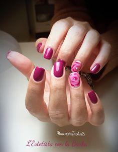 Una rosa disegnata con effetto acquerello. Realizzata con l'uso di del top coat blooming e con un colore abbinato al resto delle unghie. Manicure, Nails, Convenience Store, Nail Art, Beauty, Pink, Nail Bar, Finger Nails, Convinience Store