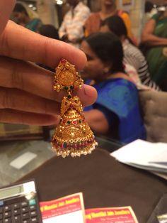 Jumki 18 gms Gold Earrings Models, Gold Jhumka Earrings, Jewelry Design Earrings, Gold Earrings Designs, Gold Jewellery Design, Bead Jewellery, Gold Mangalsutra Designs, Traditional Earrings, Gold Jewelry Simple