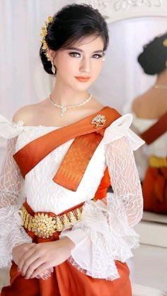Thai Traditional Dress, Traditional Fashion, Traditional Outfits, Thai Wedding Dress, Khmer Wedding, Beautiful Girl Image, Beautiful Asian Women, Beauty Full Girl, Beauty Women