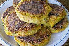 Kartoffeln-Bratlinge (aus Kartoffeln und Möhren, in Mehl paniert; glutenfrei)