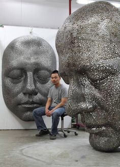 Artist Young-Deok Seo uses bicycle chain links to create beautifully evocative sculptures of human forms and faces. #art #sculpture